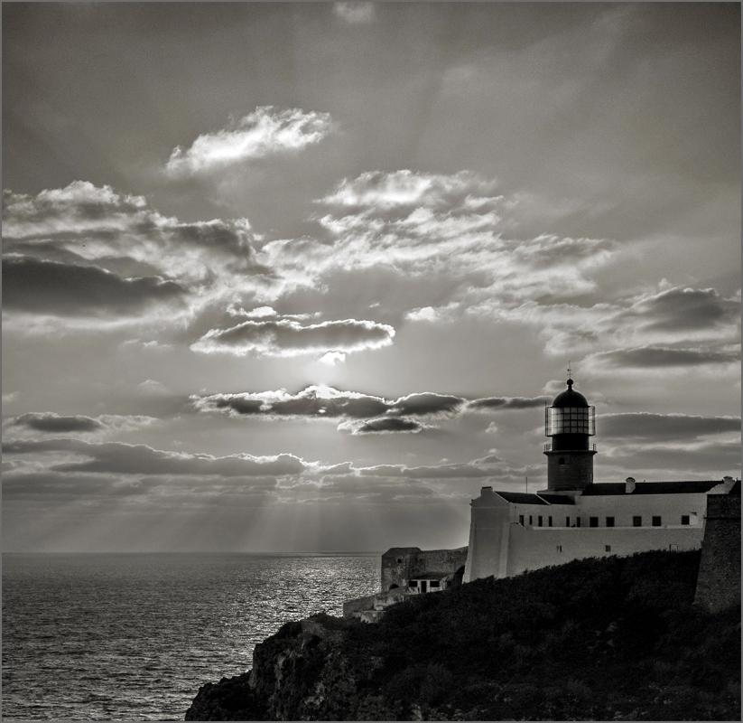 30548249_LighthouseatCapeSaint-Vincent.thumb.jpg.75f175f6de90319a6e4d2601efd39086.jpg