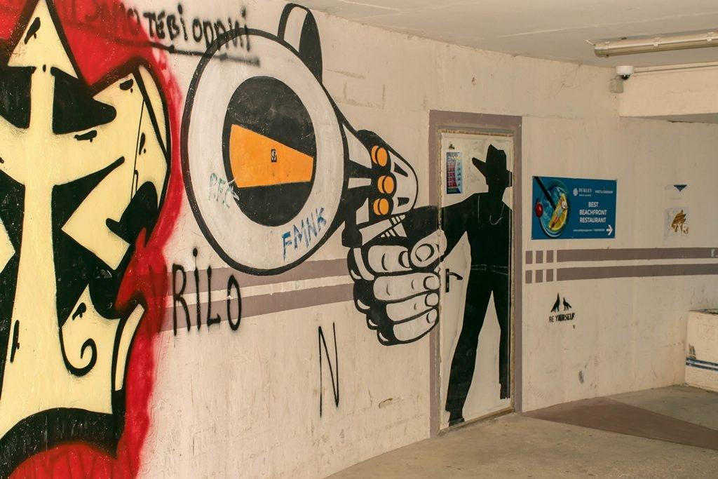 graffiti1r.jpg