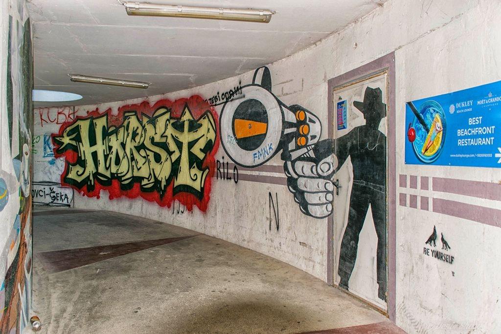graffiti2r.jpg